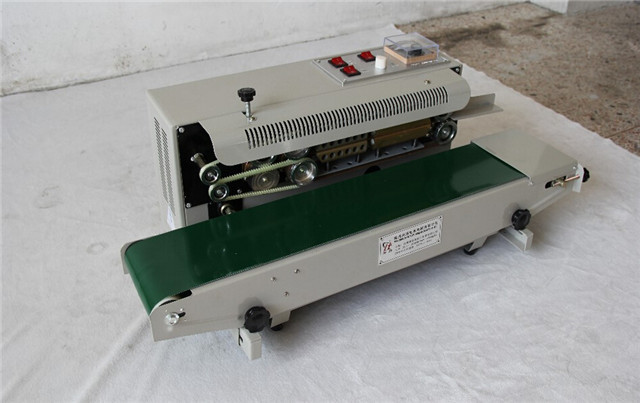 front veiw of horizontal plastic bags sealing machine semi a