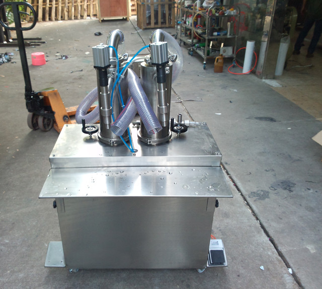 over view of Vertical filling machine double heads 2000ml cr