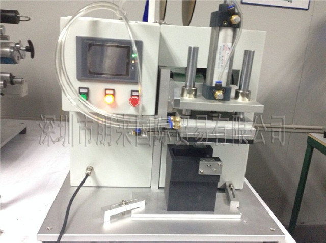 front view of semi automatic flat surface objects labeller e