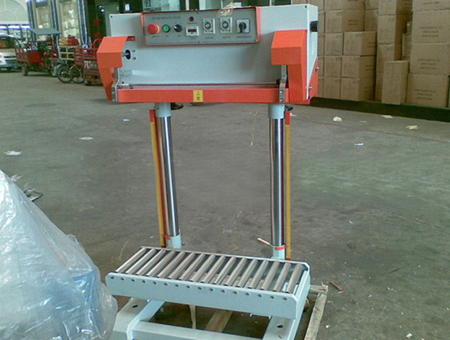 whole view of Pneumatic sealing machine for big plastic bags