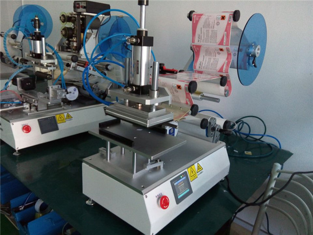 full view of YX-LM510 spout bags labeling machine semi autom