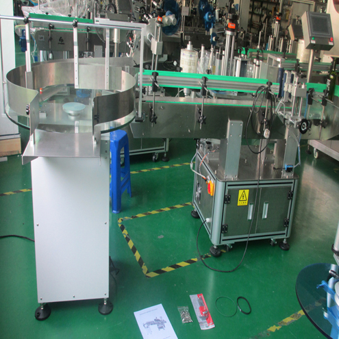 Vertical red wine labelling machinel automatic with round turntable bottles feeding system transparent labels labeller machinery automatic