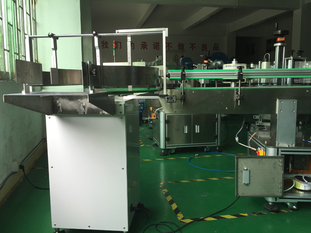 feeding table of vertical automatic labelling machines with