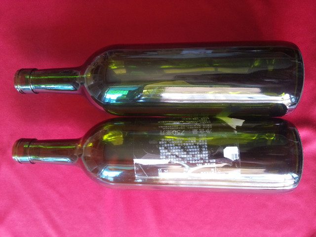 labelled samples by transparent labels red wine bottles glas