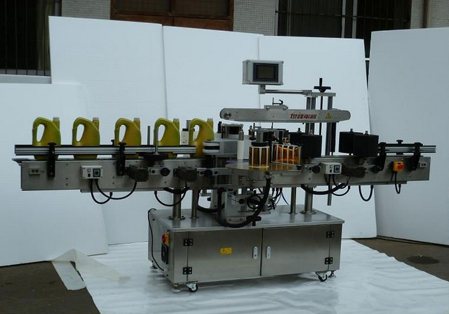 Double sided labelling machine automatic bottles two sides labller equipment China labelling machinery for shampoo lotion containers two side label applicator