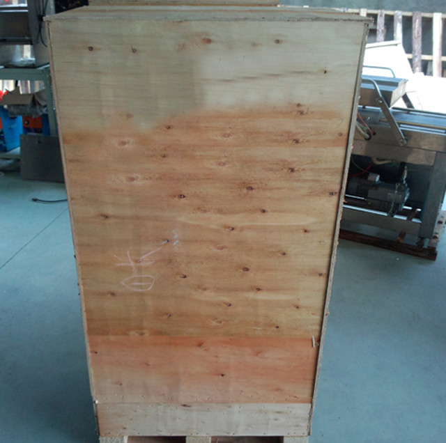 wooden case packing of semi-automatic hot melt glue box seal