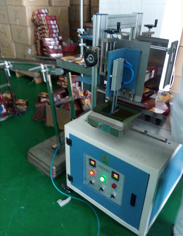 top view of semi-automatic hot melt glue box sealing machine