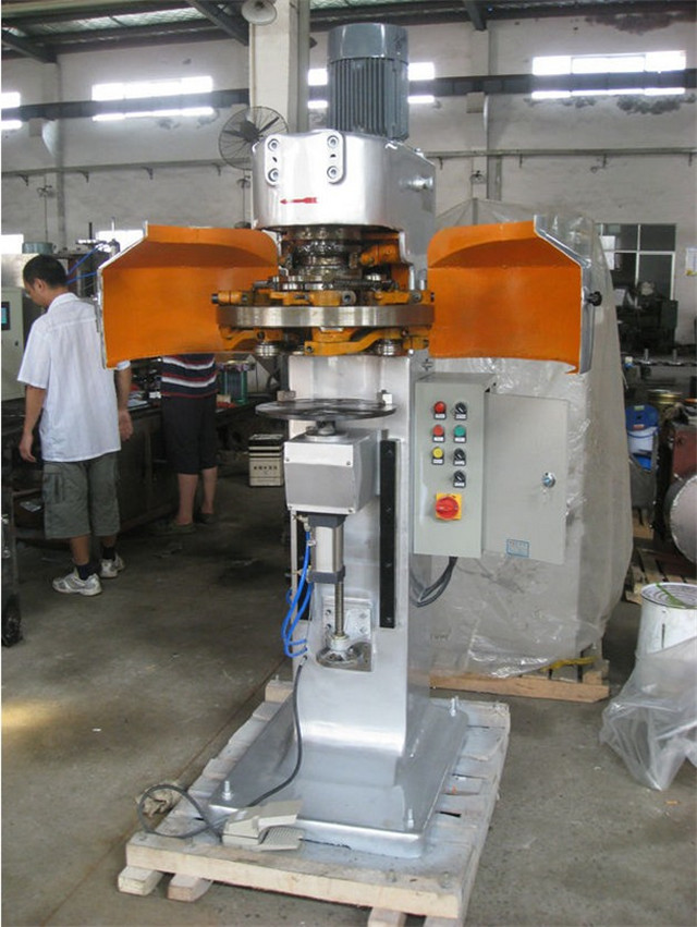 close view of metal cans sealing machine.jpg
