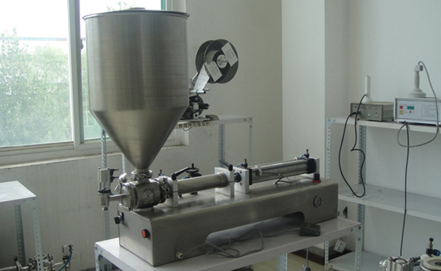 filling machines with vertical hopper.jpg